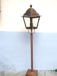 lampione in rame su palo in ferro cod222
